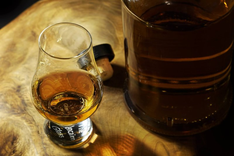 ウイスキーは常温で?!「ニート」と「ストレート」って?