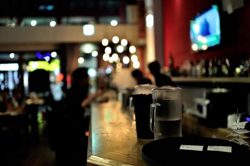 バーに行った時、何を頼んだらいいの?【とりあえずジントニック!】