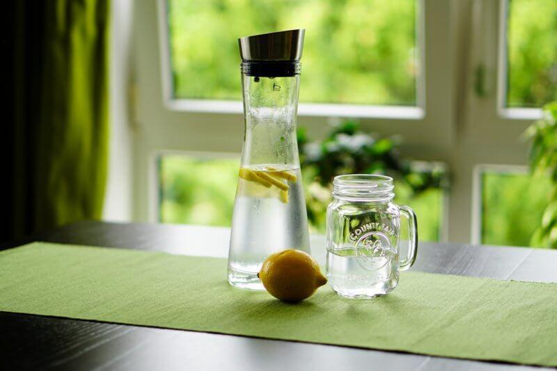 その搾り方間違ってます。【バーテンダーが教える美味しいレモンジュースの搾り方】プロはこうやっている!
